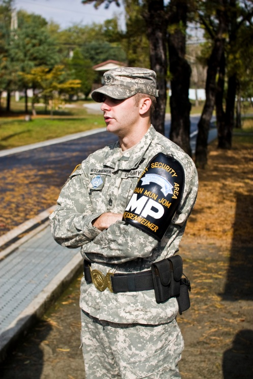 US soldier guide